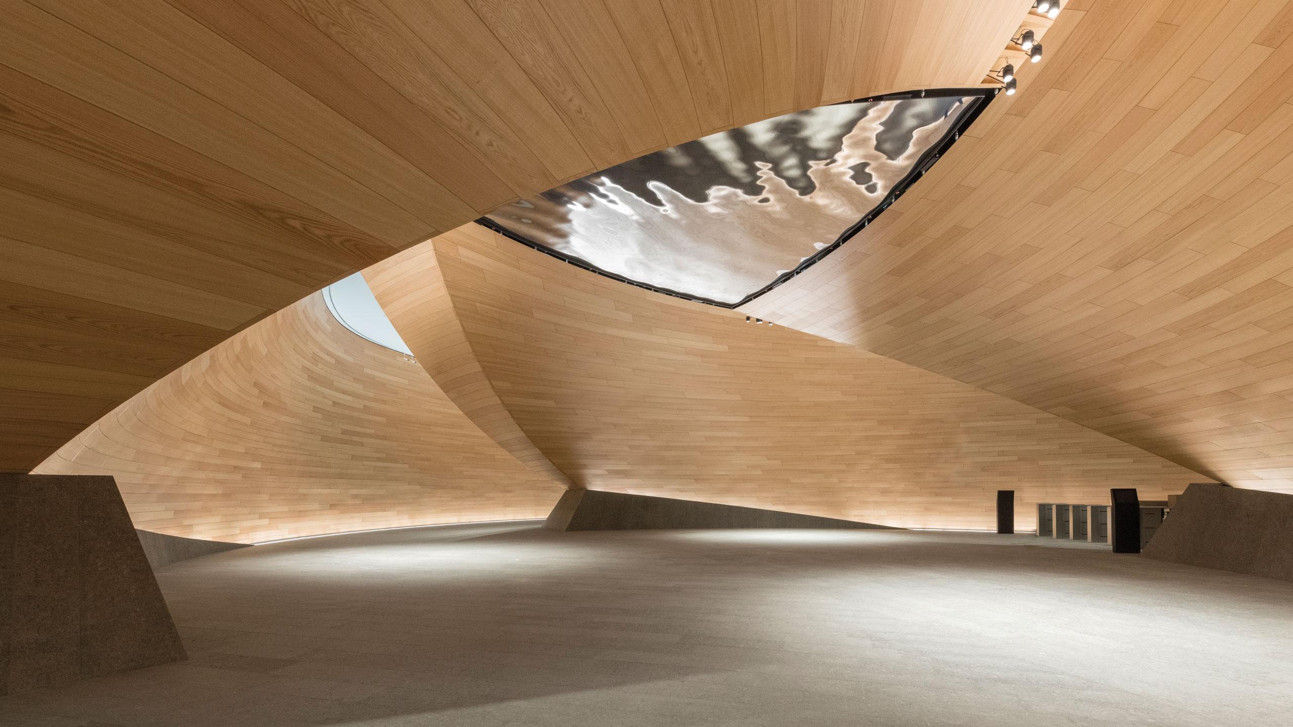 Bloomberg EU HQ_red oak carousel_image_0